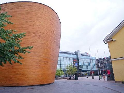 """独自去芬兰首都旅行,在闹市遇见世界上最大""""木桶"""""""