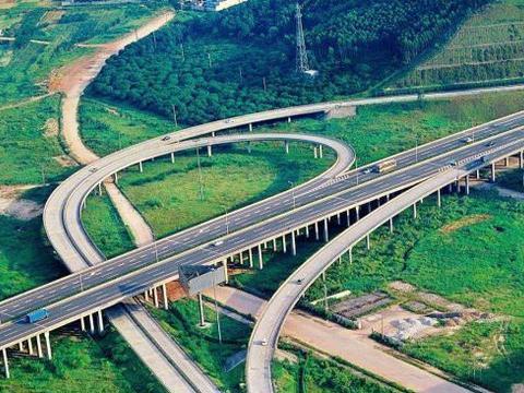 山东在建的一条高速公路,长约104.7公里