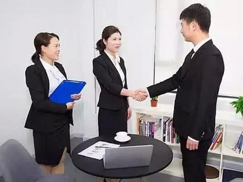 女销售出差请客户吃饭,达成合作后,看到账单,女销售:没看错吧