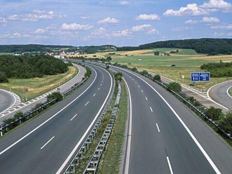 """我国首条""""不限速""""高速将至,技术比肩德国,看完你敢去飙车吗?"""