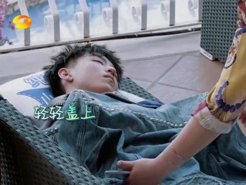 镜头里的王俊凯太瘦了 粉丝心疼直呼多吃点