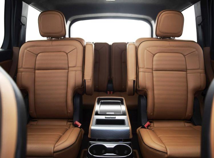 嫌宝马X7加价就等它,车长超5米,带3.0T双涡轮,妥妥的老板座驾