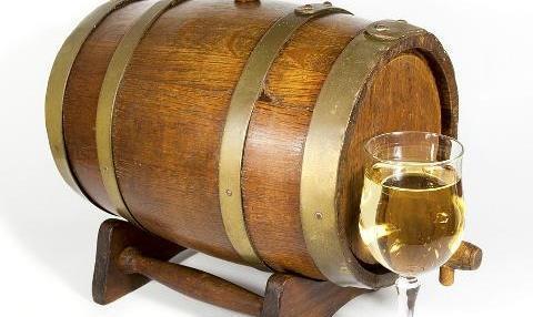 橡木桶中培养培养的覆盆子酒