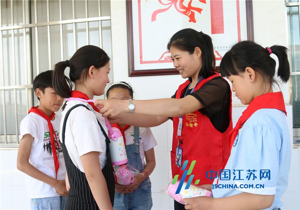 连云港移动赣榆分公司开展暑期关爱留守儿童主题党日活动