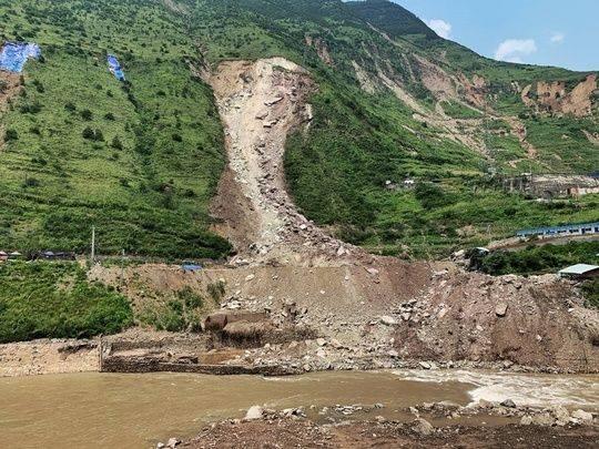成昆铁路甘洛段山体垮塌 已发现12具疑似失联人员遗体