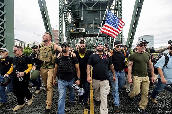美国波特兰市集会现场爆发冲突 警方逮捕13人|美国