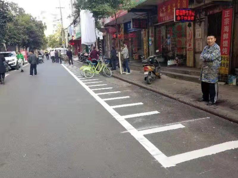 """南昌东湖区农贸市场""""添泊位""""2000余个 便利市民""""菜篮子"""""""