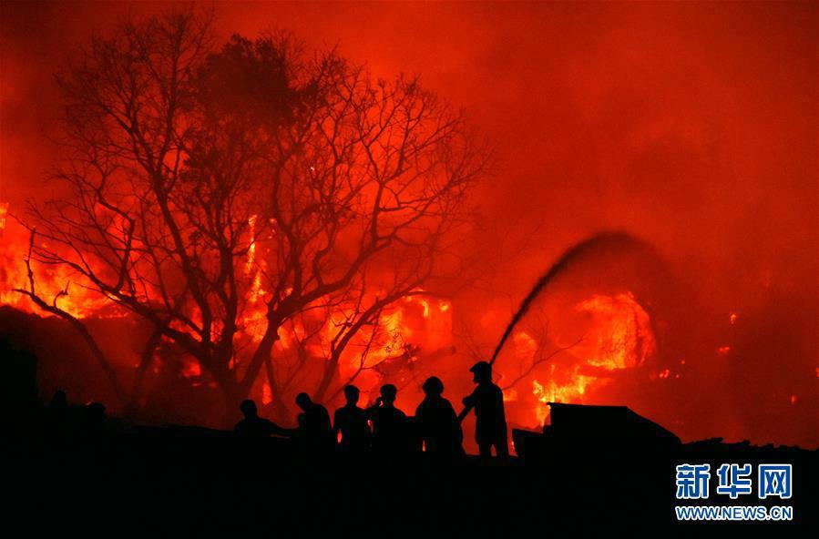 孟加拉贫民窟火灾 大量棚屋被烧毁 5万人无家可归