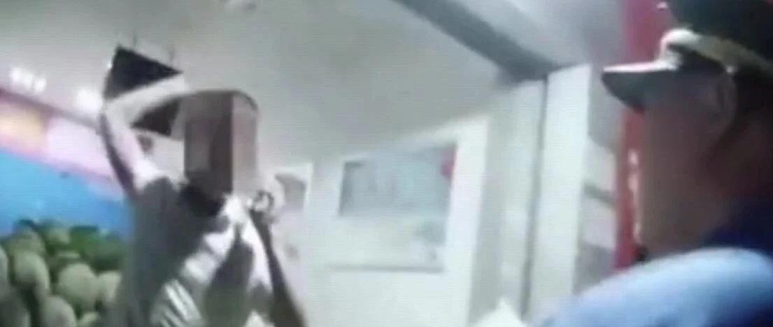 嚣张!柳州一水果店跨坎经营被查,店主操起铁板凳砸晕城管