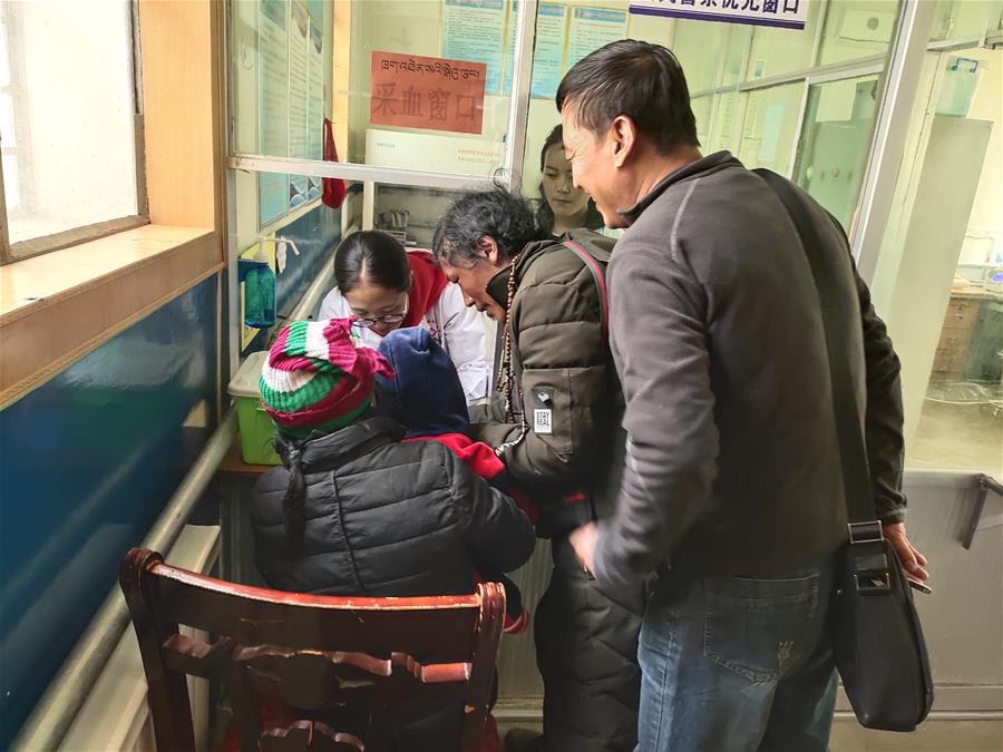 西藏民族大学驻村工作队救助阿里牧民急症患儿受称赞