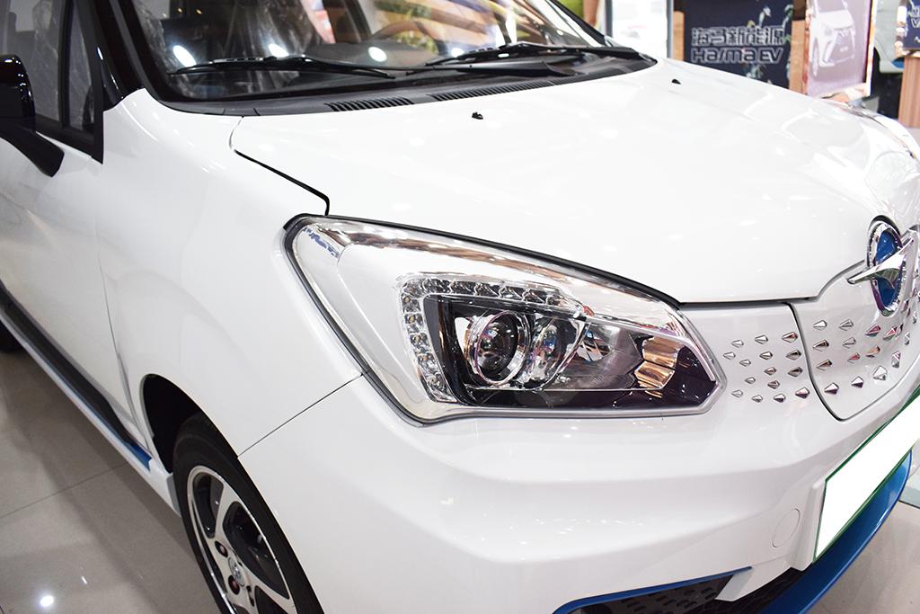 国产纯电动汽车再添悍将,同级配置最高,续航302km不足6万