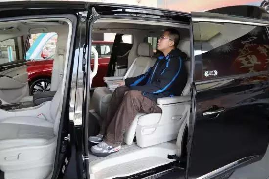 """号称国产""""埃尔法""""的广汽传祺GM8购车需排队?它凭这么火爆?"""
