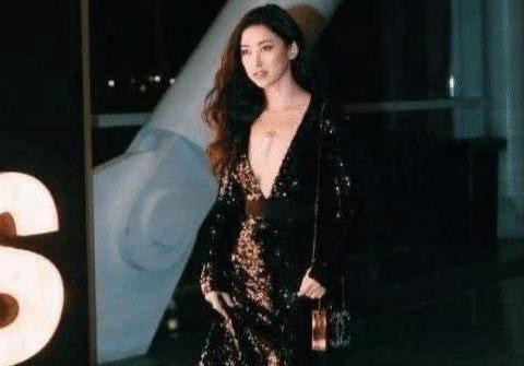 """爷爷是开国将军,爸爸身家过亿,被称""""中国第一美女""""却嫁不出去"""