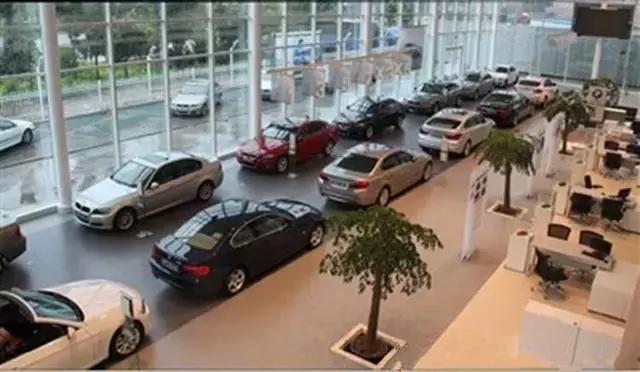 为什么买车的人越来越少,豪华车的销量却不断攀升?