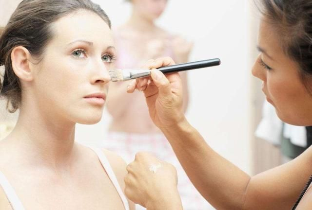 油性皮肤和中性皮肤应该怎么样进行日常保养?
