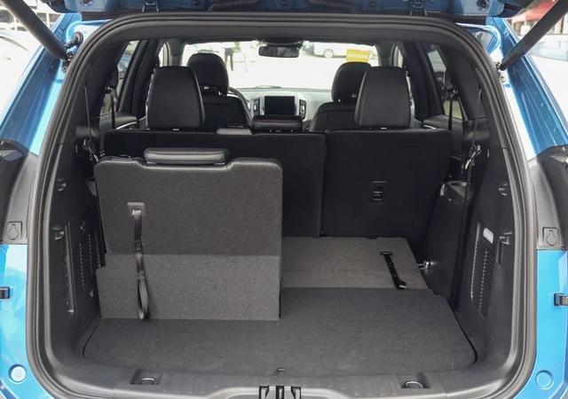 嫌汉兰达平庸不妨看看它!ST套件配12.8寸大屏,这台SUV值吗?