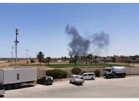 利比亚2架战机刚降落,翼龙2就射导弹从天而降,终于报了一箭之仇