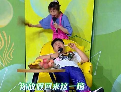 吴昕被杜海涛气到摔倒,谁注意她下意识的补救方式?被赞高智商