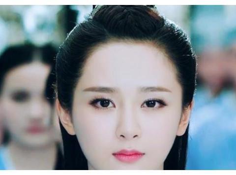 王思聪点名说她丑,刚出道的她不敢作声,杨紫五字回应
