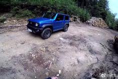 视频:新款铃木吉姆尼云驾驶,1.5升的小车越野能力贼强!