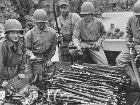 二战时日军为什么不协助德国战胜苏联,而是去进攻美国?