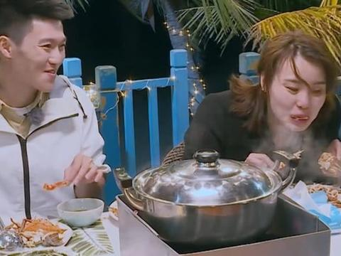 傅园慧吃螃蟹,有谁注意她把骨头吐哪里了?网友看了这个炸锅了!
