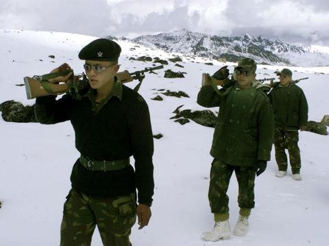 印度精锐部队凌晨发动偷袭,半小时解决战斗,巴铁伤亡上百人