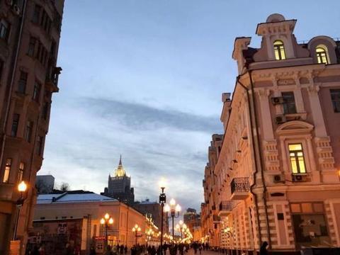 一条富有现代气息的商业步行街,相当于北京的西单和王府井!