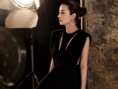 赵薇八月份上《芭莎珠宝》杂志的封面,美到极致