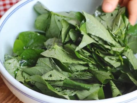 夏天这种蔬菜2元一大把,小孩越吃眼睛越亮,蒸熟再凉拌比肉还香