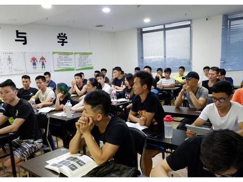 考健身教练证_动益健身教练培训学院