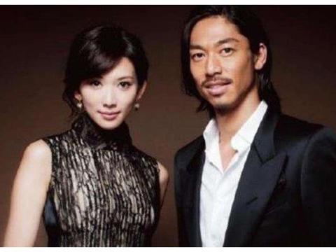 林志玲与日本人结婚,前男友怒晒两人浴袍照?网友:有图有真相