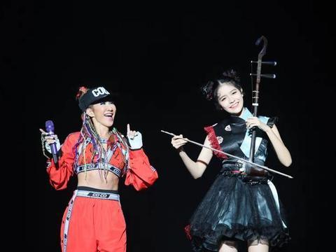 """CoCo李玟YOU&I巡演佛山开唱 歌迷热情表白""""无悔今生"""""""