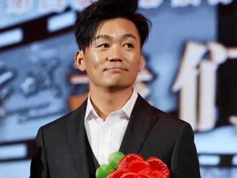 """离婚三年,王宝强却""""整容式""""变帅,越单身越有魅力?"""