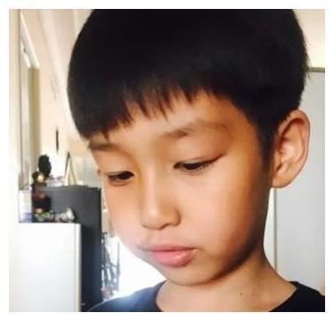 白百何的儿子11岁了,被妈妈养得肤白貌美,和爸爸陈羽凡接触少