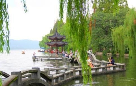 踏遍杭州的山山水水,饱览西湖的美景,不枉做过几日天堂客!
