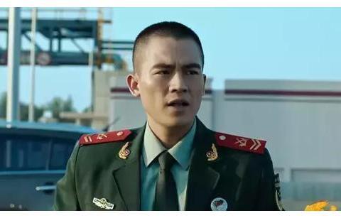 黄晓明杨紫主演《烈火英雄》票房突破13亿,消防员是真正的英雄。