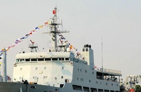 """""""不明潜艇""""沉没黄海?中俄军舰急忙赶来打捞,多了一批见证人"""