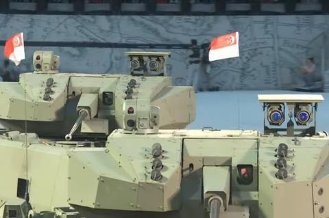 """新加坡军工也有几把刷子,新型""""猎人""""战车内部很科幻"""
