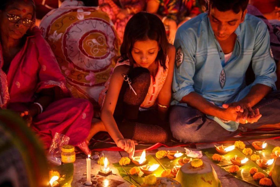 他们为全世界生产便宜服装 大火后5万人无家可归|孟加拉国|达卡
