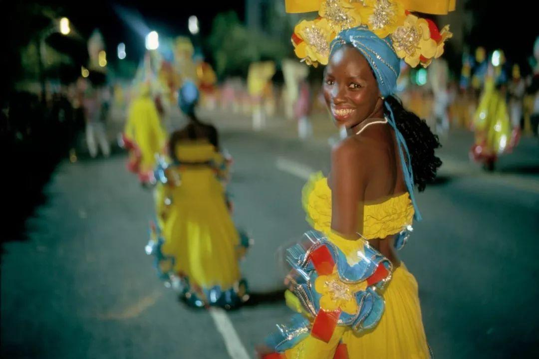 服装、音乐、游行、食物,这些是玛格南摄影师镜头下的狂欢节
