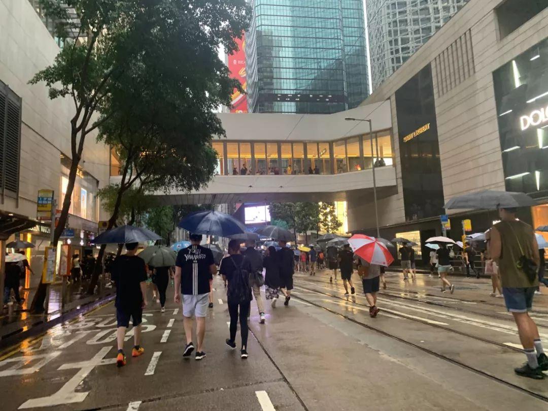 <b>反对派声称170万人参加集会 香港警方:只有12.8万</b>