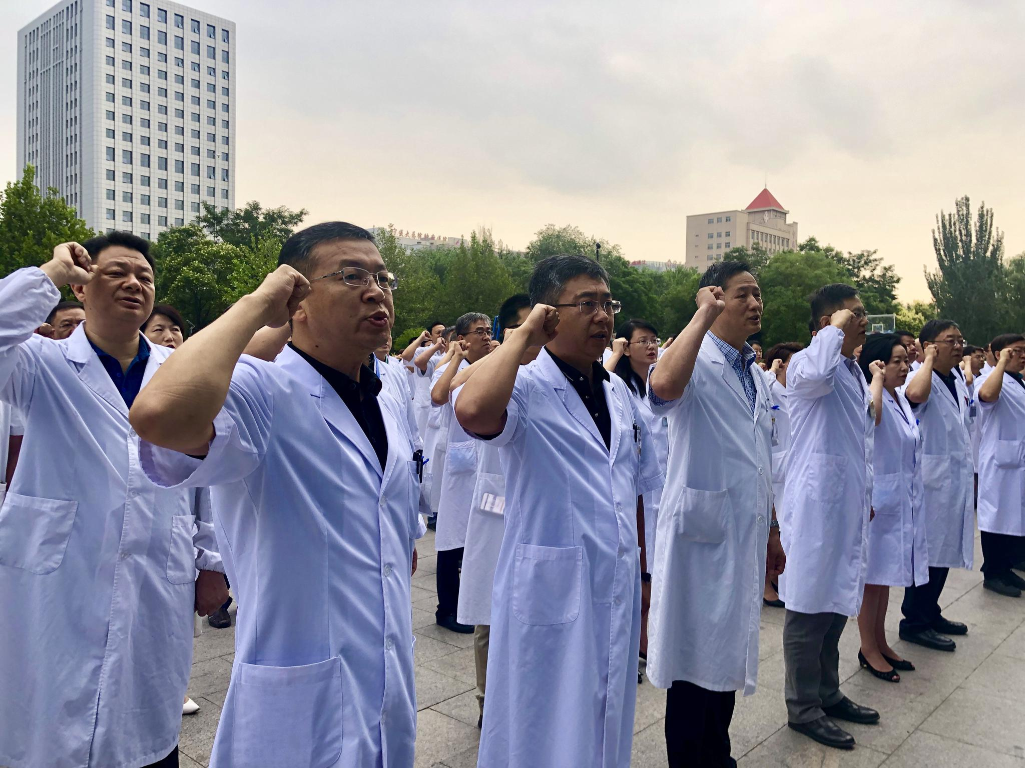 宁夏医科大学总医院300名医师庄严宣誓