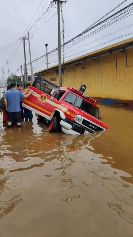 锁匠收救灾消防车300开锁费被罚5000 已停业整顿|消防车|救援