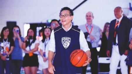 <b>两年内砸下23.5亿美元 蔡崇信买断篮网队</b>