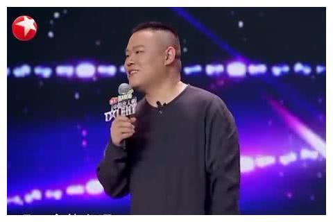 岳云鹏参加《中国达人秀》,因忘词被蔡国庆淘汰,结果却当了评委