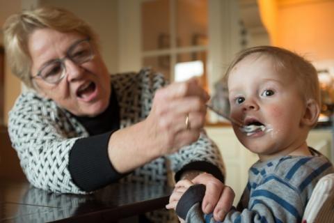 儿童误吞异物入喉,妈妈别着急,提前掌握急救方法是重点