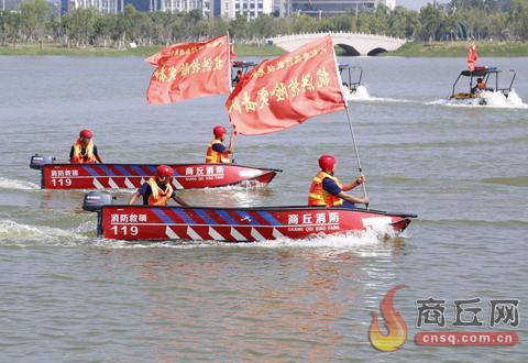 市消防救援支队开展水域救援演练