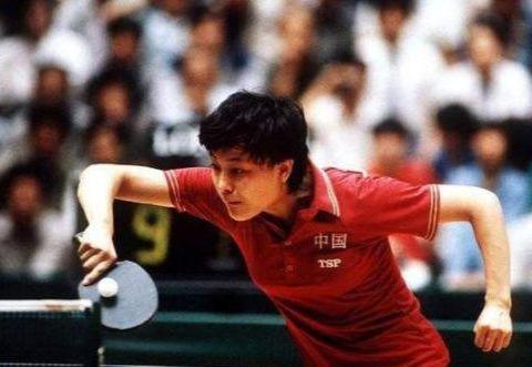 昔日国乒冠军,曾打败邓亚萍,因让球远嫁日本,今55岁被丈夫抛弃