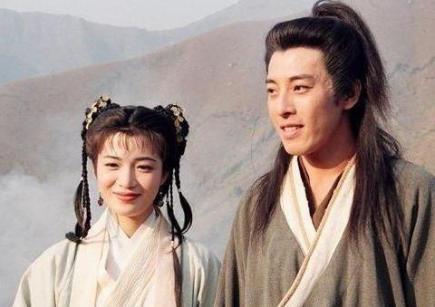 TVB令狐冲再会岳灵珊,陈少霞产女后现身,两人近照曝光